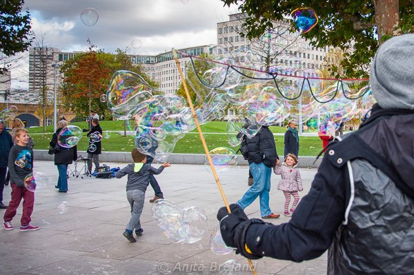 Bubbles along the Thames