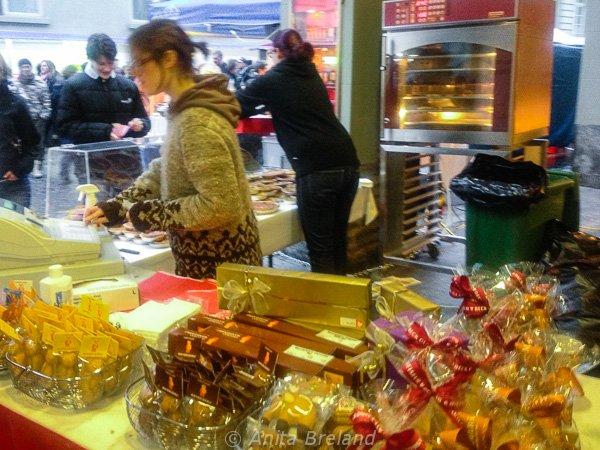 Almond bears at the Onion Market, Bern